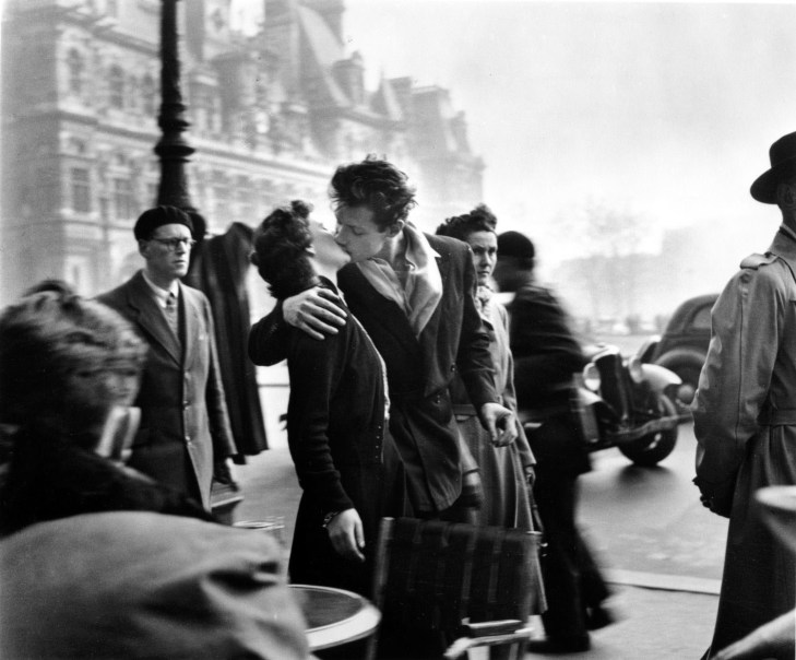 Robert Doisneau, Il Bacio dell'Hotel de Ville, 1950, © atelier Robert Doisneau