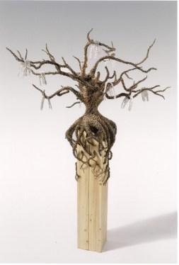 Fabrizio Pozzoli, The missed identities, 2012, filo di ferro ossidato, filo di rame nichelato, legno, 165x120x120 cm