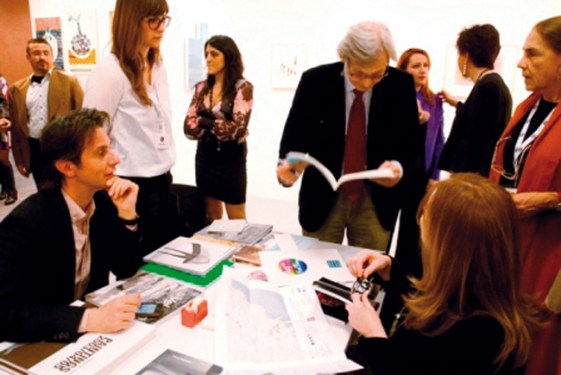 Evento inaugurale prima edizione. Da destra: Antonia Jannone (gallerista); Paola Forni (gallerista); Daniela Arionte (Direttore Artistico); Vittorio Sgarbi (critico d'arte).