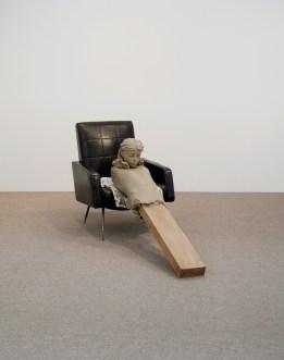 Mark Manders, Ramble Room Chair, 2010, legno, resina epossidica dipinta, stampa offset su carta e sedia, cm 85x65x180, Courtesy Zeno X Gallery, Antwerp