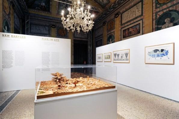 Veduta della mostra, La città nuova. Oltre Sant'Elia. 1913 cento anni di visioni urbane 2013, Villa Olmo, Como Foto Carlo Pozzoni