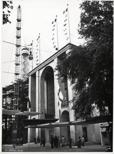 IX Triennale 1951, ingresso del Palazzo dell'Arte, falcone e pensiline frangisole di Giorgio Grando e Gianfranco Patrini Foto Aragozzini