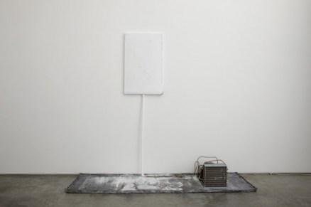 Pier Paolo Calzolari, Omaggio a Fontana, 1987, rame, piombo, ferro e motore, cm 213x200 Courtesy Galerie Tornabuoni Art Paris