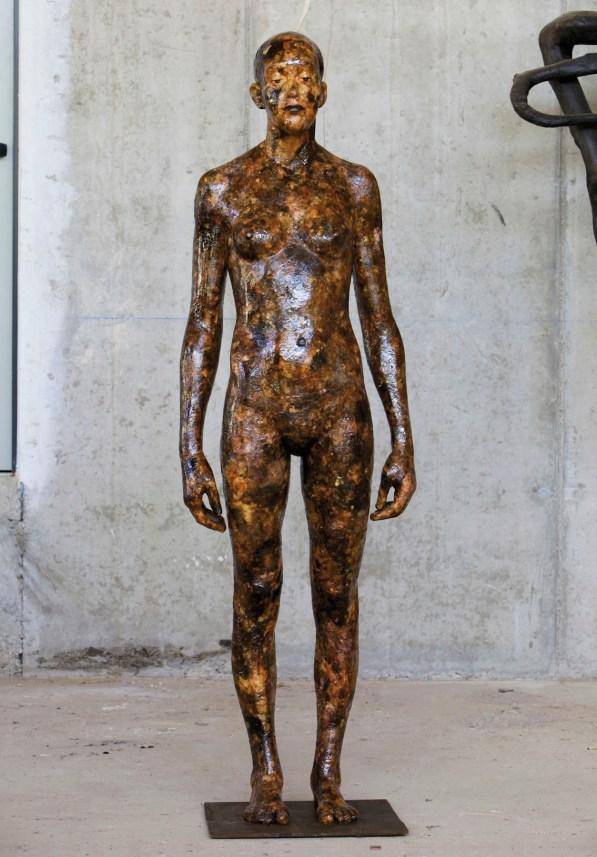 Aron Demetz, Senza titolo, 2012, legno e resina di pino, cm 175