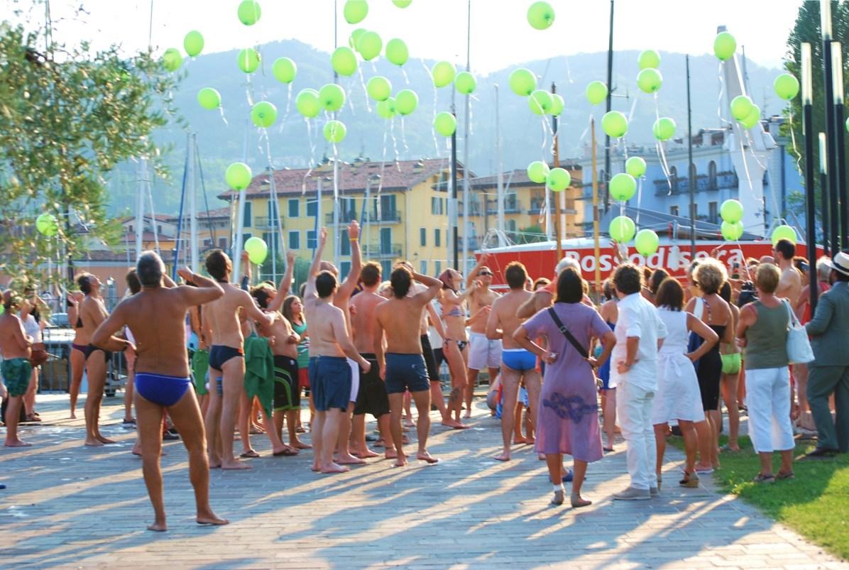 V memoriale di Pippa Bacca 2012, il lancio dei palloncini all'arrivo Foto Caterina Zanelli