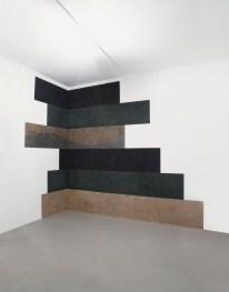 David Tremlett, Pile up 2013, 2013, pastello, cm 330x495 Courtesy A arte Studio Invernizzi, Milano Foto Bruno Bani, Milano
