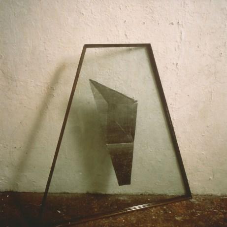 Alberto Garutti, Senta Titolo - 1986 lamiera tra due vetri, cornice in ferro cm 120 x 85. Frammenti di un discorso amoroso