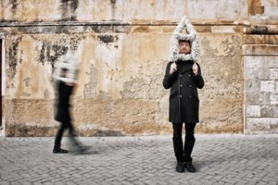 Independents4: PASS/O, Sasha Vinci & Maria Grazia Galesi, Performance Urbana, Scicli, 2013, mix media Foto di Luca Migliore