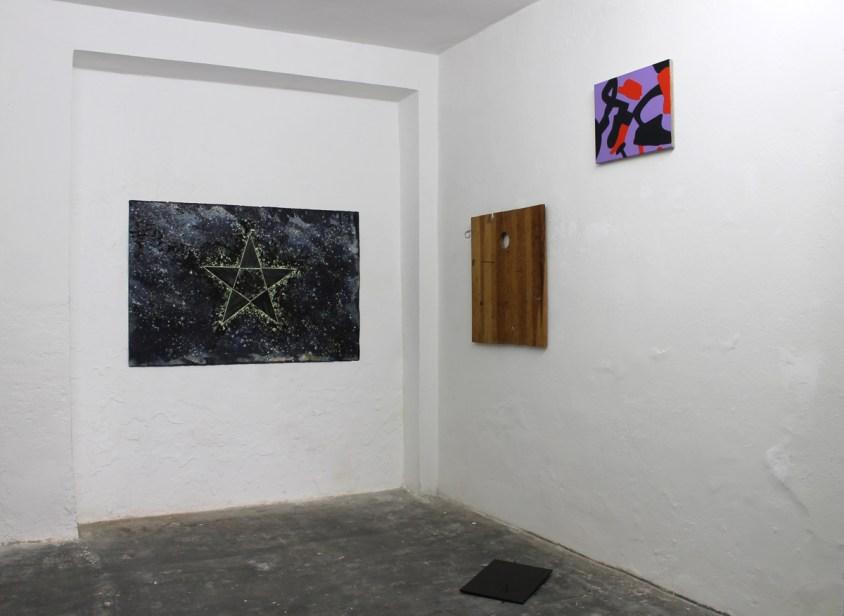 Un due tre… stella! Carla Accardi, Corrado Levi e Gilberto Zorio, veduta della mostra, Mars, Milano