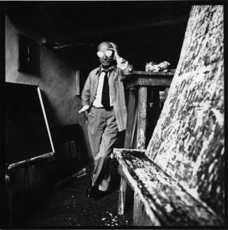 Lucio Fontana nel suo studio, 1965 circa Foto Studio Wolleh
