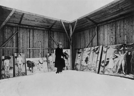 Edvard Munch nello studio all'aperto a Ekely, 1925 circa Foto Lutz & Co., Berlino, originale negli archivi del Munch Museet