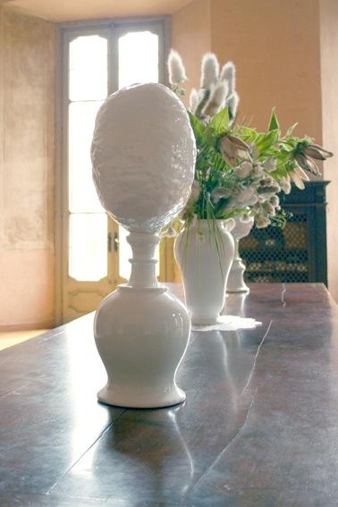 Chiara Lecca, White belly #1, 2013, ceramica, 66x21x21.5 cm