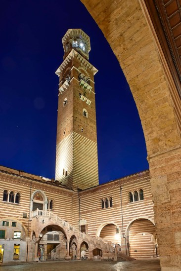 Palazzo della Ragione e Torre dei Lamberti in veduta notturna Foto Lorenzo Ceretta