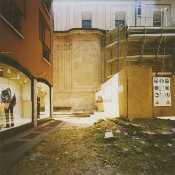 Marcello De Masi, Milano, 2013, fotografie analogiche da negativo colore stampate su carta semi opaca Fujifilm, 30x30 cm e 70x70 cm