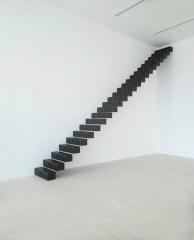 Ceal Floyer, Scale, 2007, installation view at Museion, 2013. Foto Augustin Ochsenreiter, courtesy 303 Gallery, New YOrk, Lisson Gallery, London and Esther Schipper, Berlin © Ceal Floyer und VG-Bildkunst©VG Bildkunst