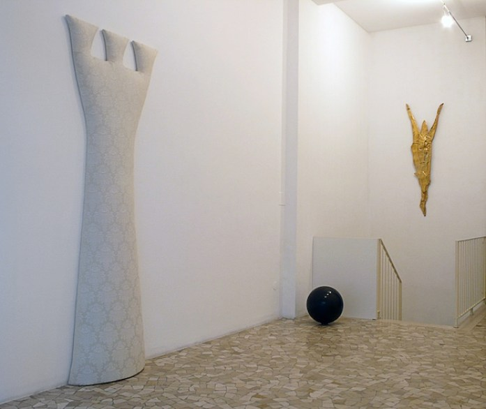 Giovanni Rizzoli, Sculture Possibili, The Sky Above The Blood Below, installation view, Federico Luger Gallery, ph. Luca Carrà L GALLERY