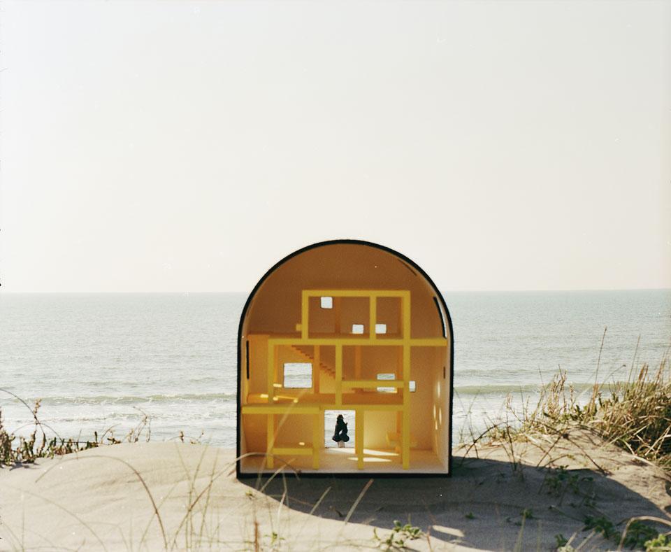 2a+p/a, Monumental Architecture. A house from a drawing of Ettore Sottsass, modello di Marco Galofaro / modelab Foto di Antonio Ottomanelli