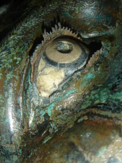 Restauri sui bronzi di Riace - L'occhio completo delle ciglia superiori