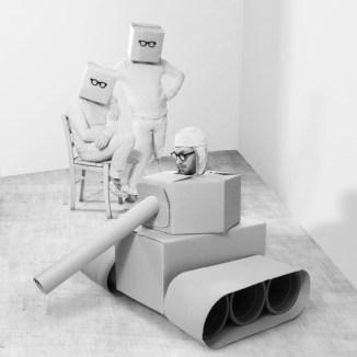Maurizio Sapia, scatole vuote, 2013, stampa light jet su alluminio 100 x 100 cm, Galleria Die Mauer Prato