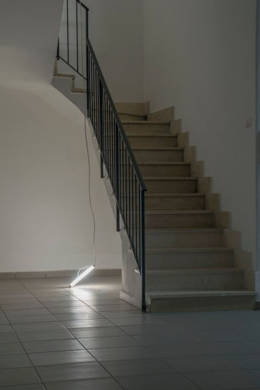 Florian Neufeldt, Trying the floor, 2014, motor, fluorescent tube, cable, courtesy The Gallery Apart, Rome