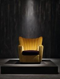 Zarina di Cesare Cassina, Adele-C, collezione Design, fusto in legno con imbottitura in poliuretano, cuscino di seduta in piuma d'oca, cm 85x78x80