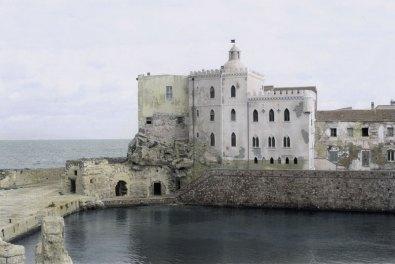 Silvia Camporesi, Planasia #7 (Palazzo della Specola), Isola di Pianosa, 2014, stampa in bianco e nero su carta fotografica archival matte colorata a mano Courtesy Silvia Camporesi