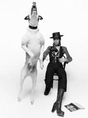 David Bowie in posa per il suo album Diamonds Dogs David Bowie posing for his album Diamonds Dogs Londra / London, 1974 91 x 73 cm © Terry O'Neill