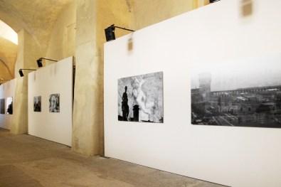 Davide Bramante. Democracy, veduta dell'allestimento, Nuova Strada Sotterranea del Castello Sforzesco, Vigevano (PV)