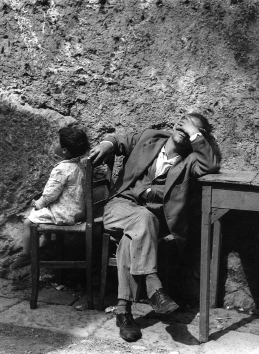 Luciano D'Alessandro. Il disoccupato, Napoli, 1956, Copyright: autori e Museo di Fotografia Contemporanea