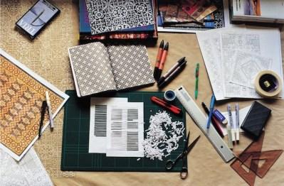 Sabrina Mezzzaqui, Scrivania dello studio dell'artista