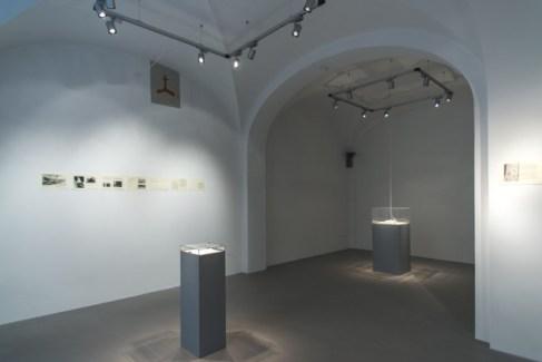 Una forma di attenzione, Sabrina Mezzaqui in dialogo con Antonella Anedda Veduta della mostra, maggio 2014, Passaggi Arte Contemporanea, Pisa, Ph. Dania Gennai