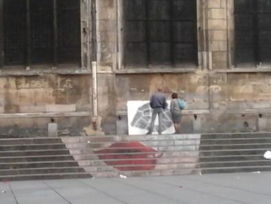 Federica Falancia e Rita Deiola, Fefa Ride (ItalianMerzBau/Spostare il silenzio), 2014 (passanti che guardano)