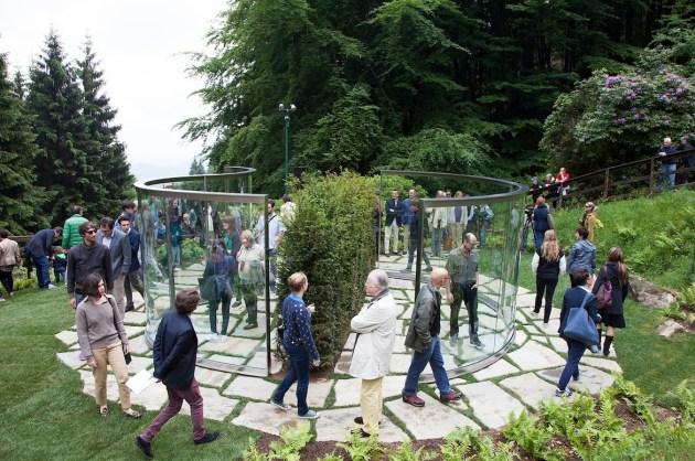 Dan Graham, Two Way Mirror / Hedge Arabesque, 2014 Photo Fondazione Zegna / Giovanna Silva (inaugurazione)