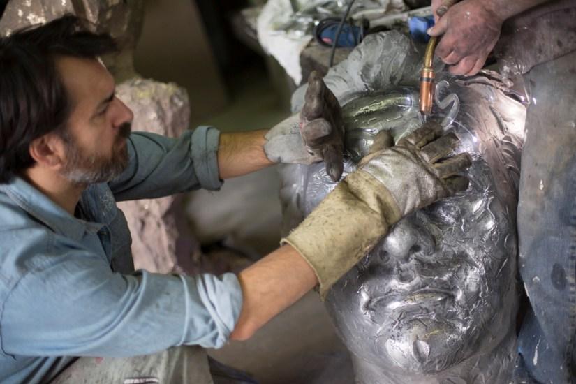 Matteo Pugliese al lavoro nel suo studio. Foto: Yorick Photography