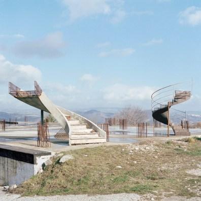 Quattro, TerraProject Photographers, Calitri (AV), gennaio 2007. Un edifcio mai terminato dopo il sisma dell'Irpinia del 1980.