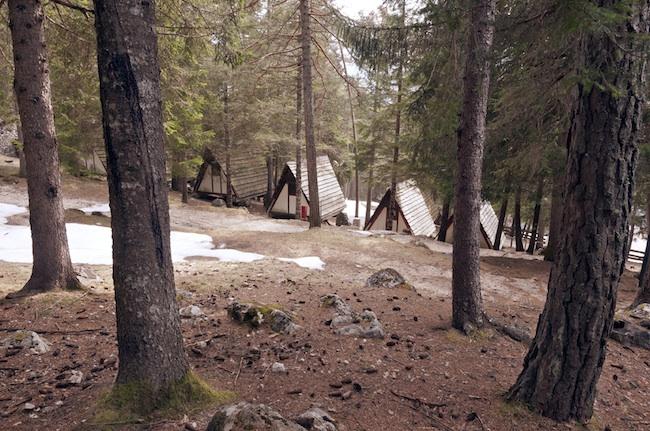 L'ex Villaggio Eni di Borca_le tende fisse al Camping, Fesidenza scout_Foto Giacomo De Donà