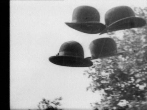 Hans Richter, Vormittagsspuk, 1928, film b/n, 35 mm, 7' circa © 2014 Hans Richter Estate Foto CNAC/MNAM/Dist. RMN-Grand Palais/Art Resource NY