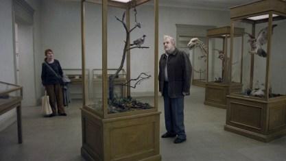 En duva satt pa en gren och funderade pa tillvaron di Roy Andersson, Filmproduktion AB
