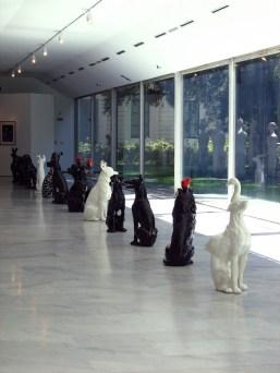 Nero, Le ossa del cane nel cuore, 2008, terracotta smaltata, dimensioni variabili