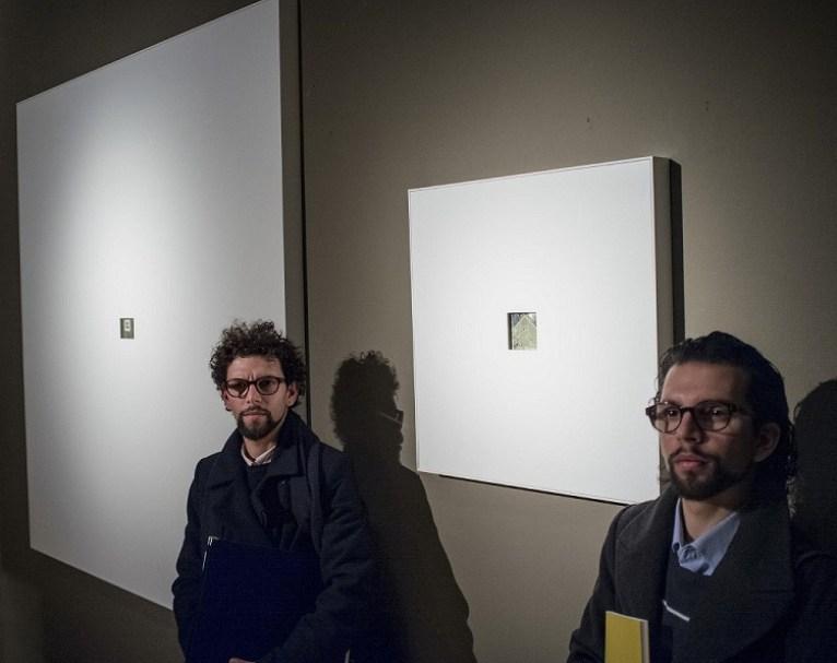 I gemelli Carlo e Fabio Ingrassia con l'opera Astrazione Novecentista (pastello su cartone Schoeller, 2014), ph. Pitrone, LGT