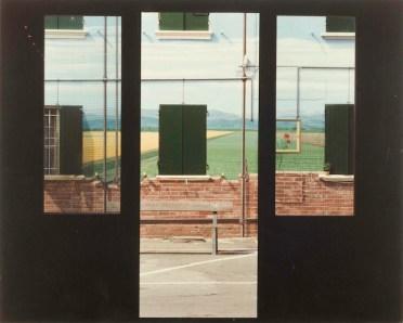 Luigi Ghirri, San Giovanni in Persiceto Bologna 1991-1992, Serie Ciclo Pittorico di Piazza Betlemme, 29X23cm, stampa cromogenica da negativo 6X7 cm, Courtesy Galleria Poggiali e Forconi.