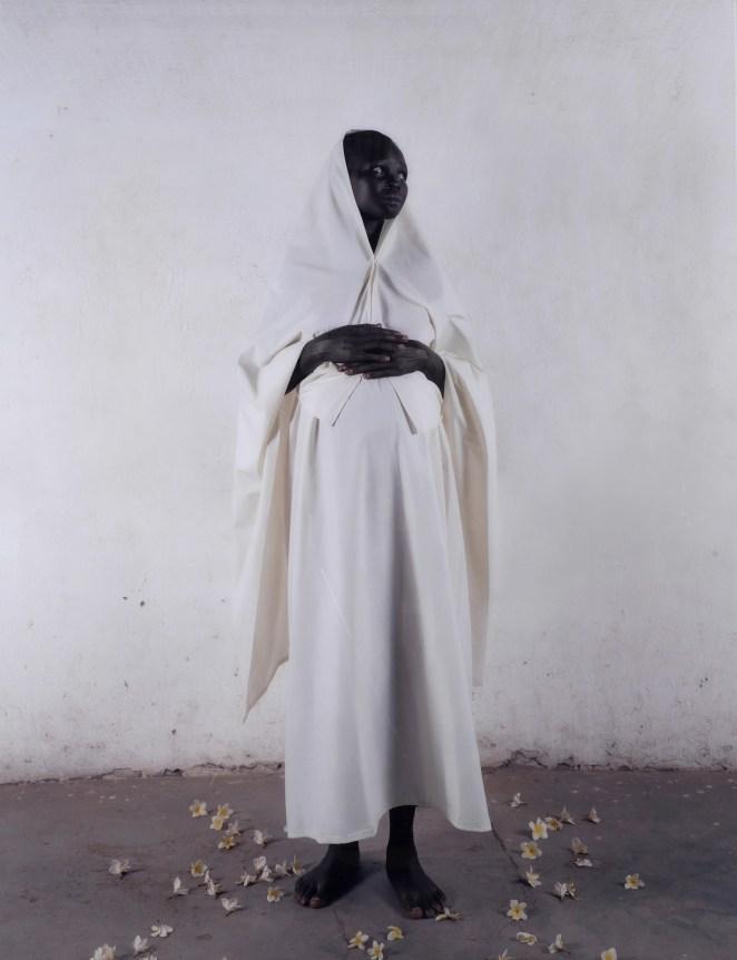 Vanessa Beecroft, Pregnant Madonna, 2006, fotografia digitale a colori su alluminio, 231x178 cm, Mart, Rovereto