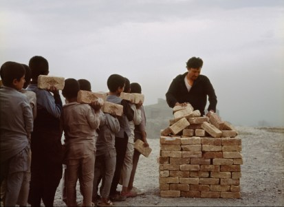 Lida Abdul, Bricksellers of Kabulî, 2006 16mm film transferred to dvd 6'00'' Collezione La Gaia Courtesy Giorgio Persano Torino