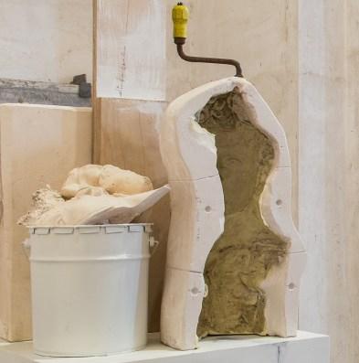 Vincenzo Rusciano, Passaggio #2, 2014, jesmonite, legno, ferro, lattice, vernice, grafite, 215x48x50 cm Foto Danilo Donzelli