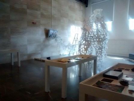 Dacia Manto, Mellifero#1, 2015, installazione, MAMBo, Bologna (i tavoli-archivio in fase di allestimento)