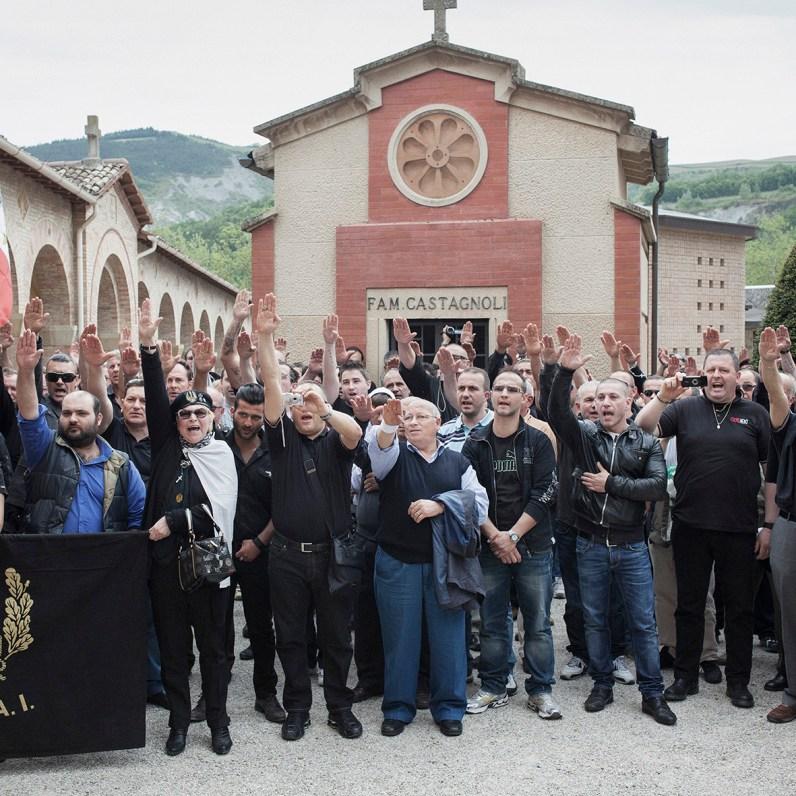 Simone Donati, HOTEL IMMAGINE, Predappio (FC), aprile 2012. Nostalgici riuniti al cimitero di San Cassiano per l'anniversario della morte di Benito Mussolini. Predappio (FC)