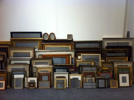 Luca Resta, Elevage de cadres, 2013-15, work in progress, collezione di cornici e di paesaggi e ritratti grigi (polvere da sparo su carta), dimensioni variabili