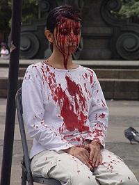Regina Josè Galindo, El peso de la sangre, 2004, Ciudad de Guatemala, Plaza Central