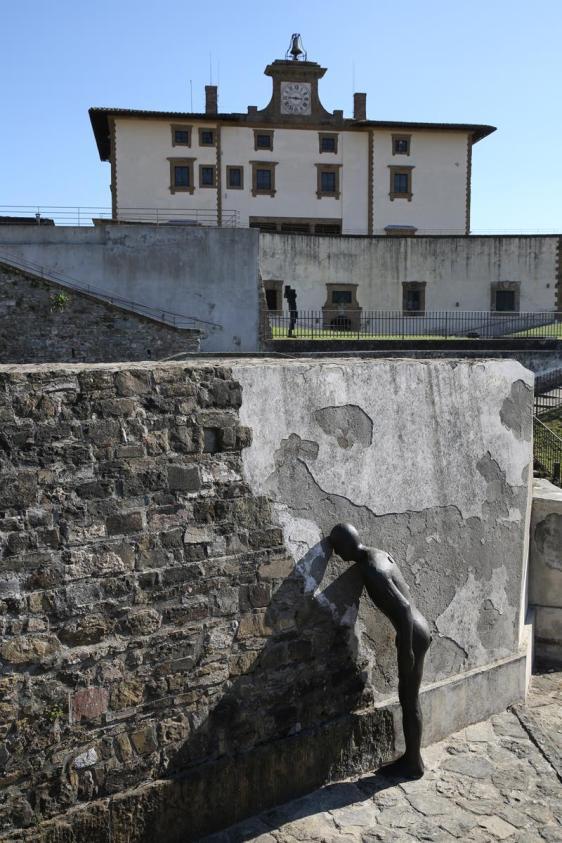 Antony Gormley HUMAN Forte di Belvedere, Florence, Italy Photograph by Emiliano Cribari Courtesy Galleria Continua and White Cube © the Artist
