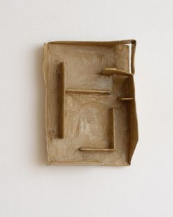 Rodrigo Hernandez, Senza titolo, 2014, cartone carta, 20x309 cm Foto Michele Alberto Sereni
